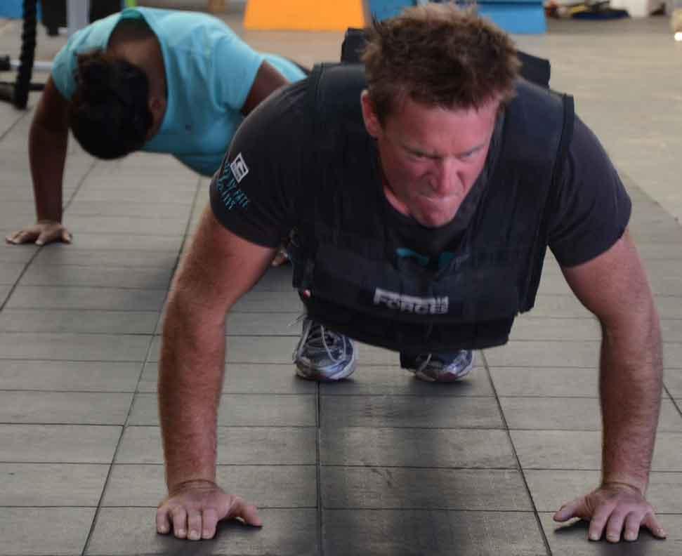 Steve-30kg-Weight-vest-pushups